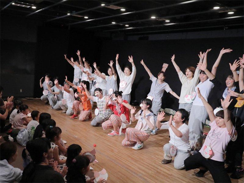 文学座俳優による子ども向け舞台「さるかに合戦」